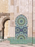 Марокко. Colorful and decorative water font in the Hassan II Mosque in Casablanca, Morocco. Фото Javier Martin - Depositphotos