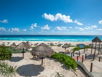Мексика. Канкун. Dolphin Beach. Cancun. Фото javarman - Depositphotos